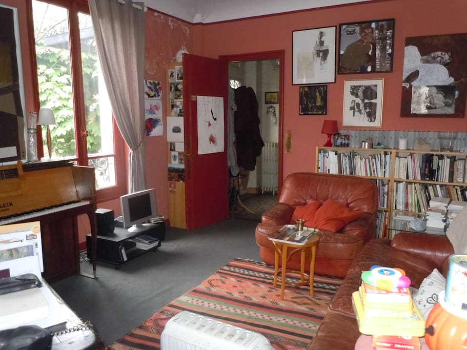 Le salon, télé et internet (wifi)