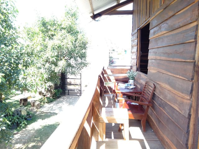 WOOD HOUSE GARDEN HOMESTAY FOR GROUP 6 PERSONS