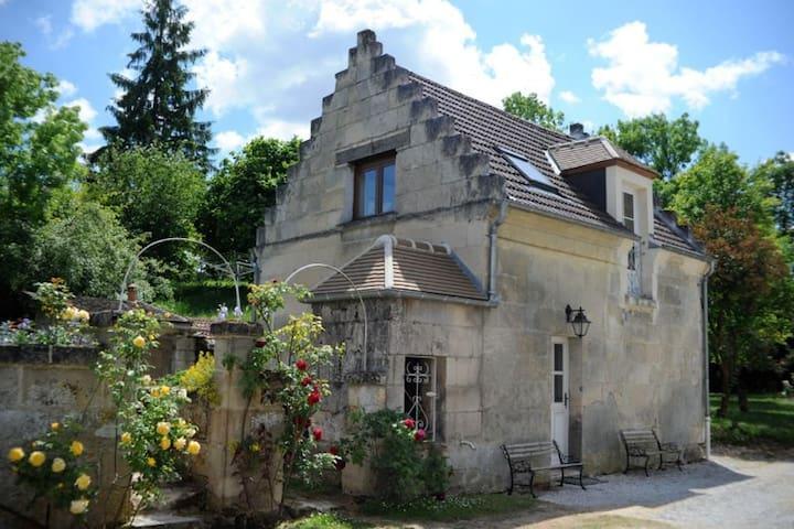 Les Hautes Pierres - Jaulzy - Talo