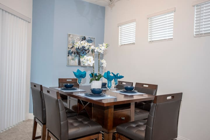 family Dining room seats 6