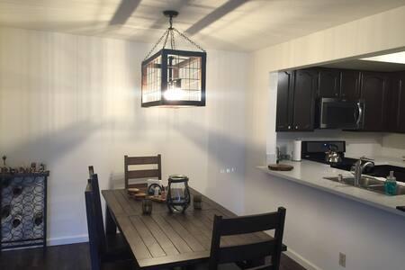 Priv. Bed & Bath in Woodland Hills - Condominium