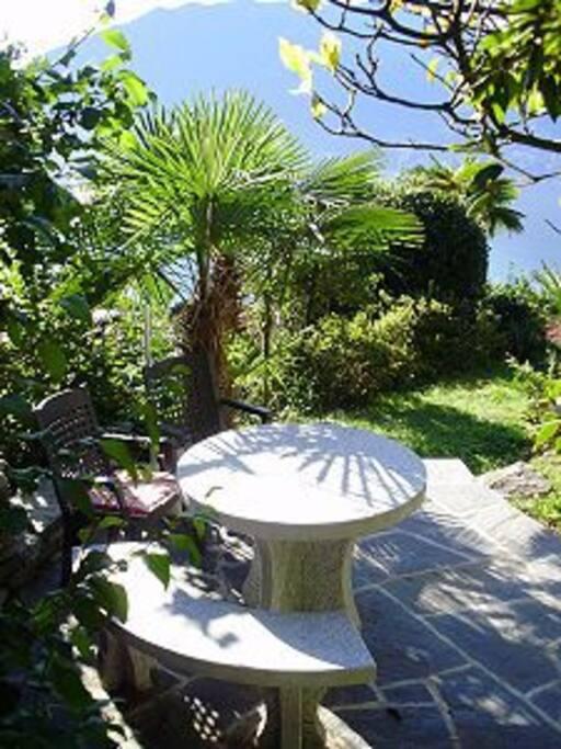 Gartensitzplatz mit Seesicht