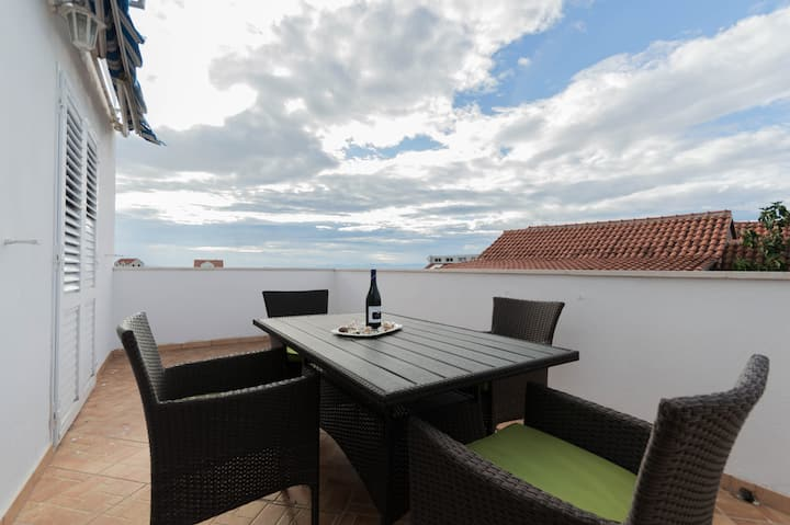 New apartment with terrace/grill & private parking
