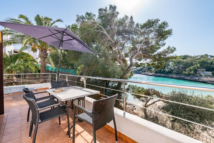 Air-Conditioned Holiday Apartment with Sea View, Wi-Fi, Pool and Balcony; Parking Available