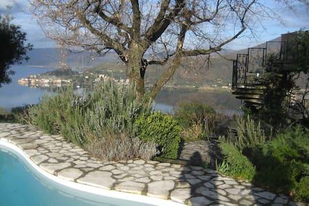 BEAUTIFUL LAKE VIEW VILLA WITH POOL - Trevignano Romano