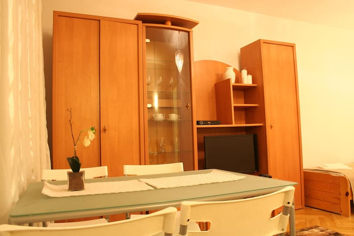 Fully furnished rooms.