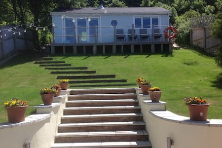 Cowes Chalet panoramic sea views & ferry discount