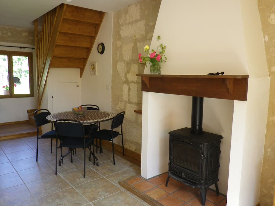 Year round use, with underfloor heating and woodburner. Logs provided.