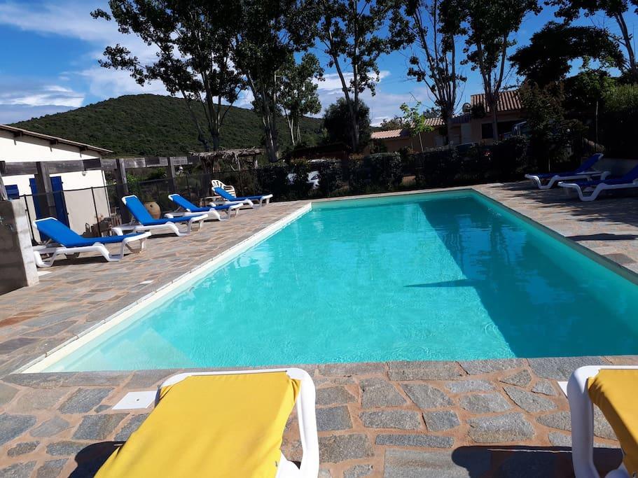 la piscine avec accès gratuit