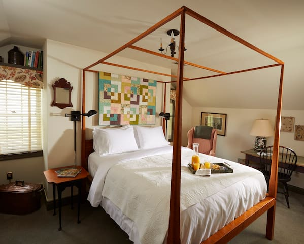 Updated Bedroom in Historic Home Near Arc Encounter with Full Breakfast