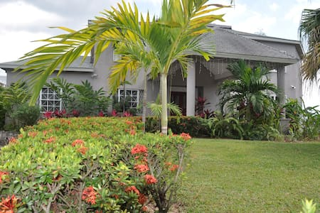 Lovely Home in Kingston Suburb - Kingston