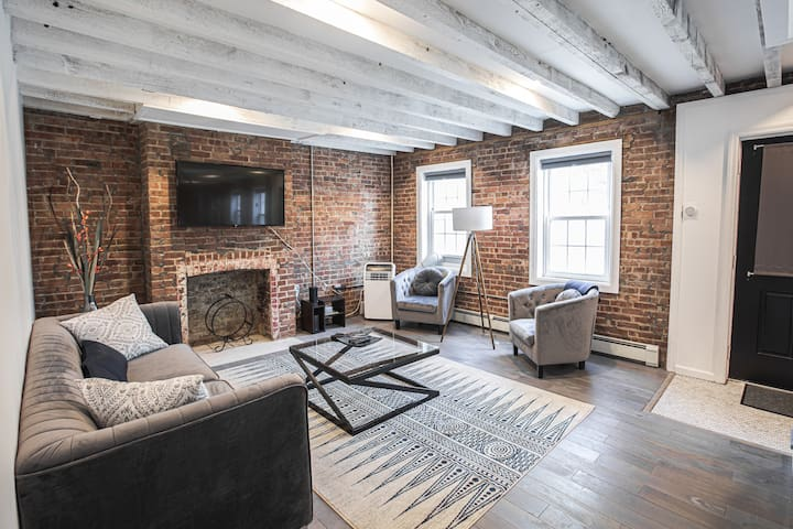 Historic 1800s Kingston Waterfront Townhouse