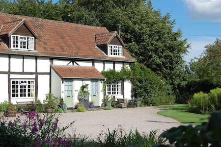 4 Star Symonds S/C Cottage sleeps 4 - Marden - Casa