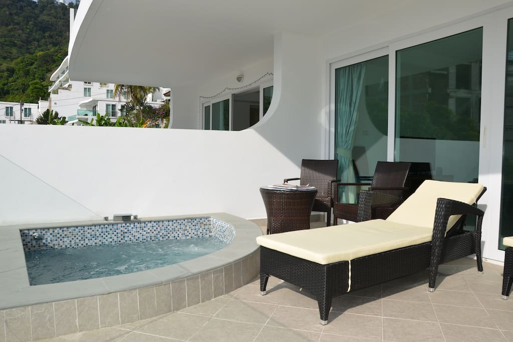 sea view private jacuzzi on balcony serviced apartments. Black Bedroom Furniture Sets. Home Design Ideas