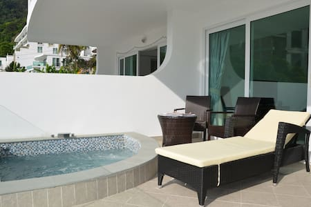 Sea View Private jacuzzi on balcony -  Karon