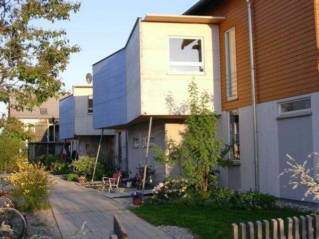 Gemütliches Doppelzimmer im Ökohaus - Munich - House