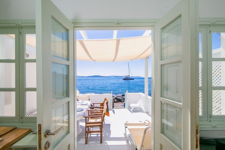 Armeni Beach House - with private boat service!