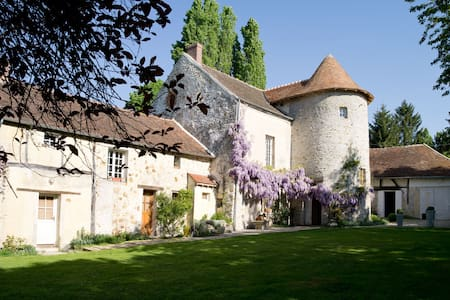 Montgareux Bed & Breakfast - Saint-Martin-des-Champs - 家庭式旅館