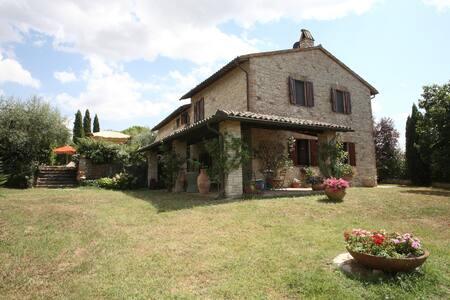 Villa e piscina nel cuore d'Italia - Todi - Villa