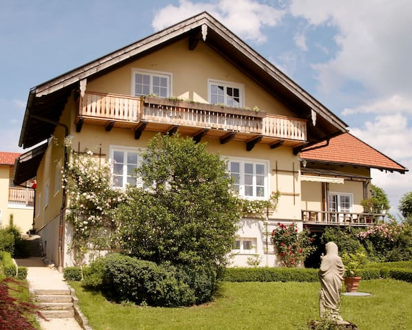 5 Sterne Appartement: Panormablick - Bad Endorf