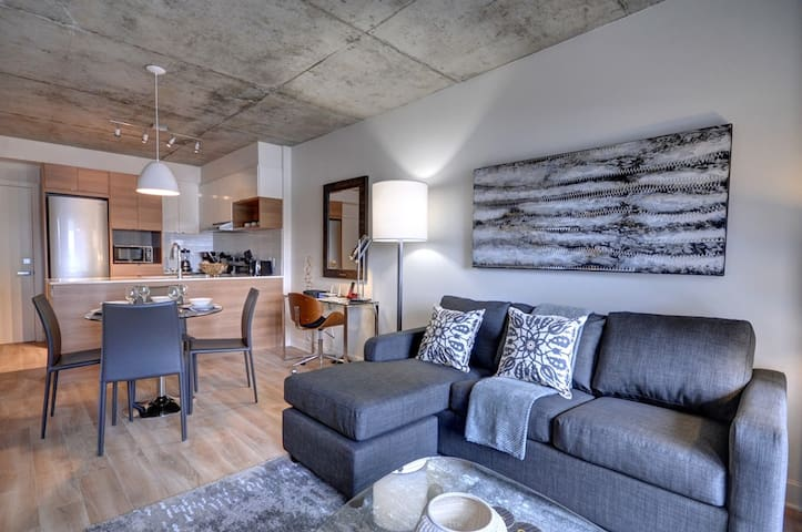 Modern apt in Griffintown, close to Old Montreal