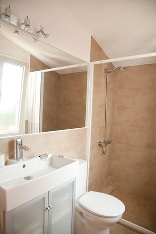 Bany petit - Baño pequeño - Small toilet - Bagno piccolo