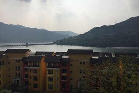 Lake View,Fully Furnished AC Studio - Lavasa - Apartamento