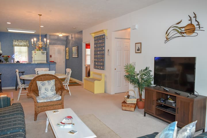Ocean Keyes. Gated community. 2 bedroom, 2 bath condo walking distance to ocean. Sleeps 6. 2nd floor. No elevator. Outdoor pool, hot tubs, fitness room. No pets, motorcycles, or smoking.  Families only. No student groups.