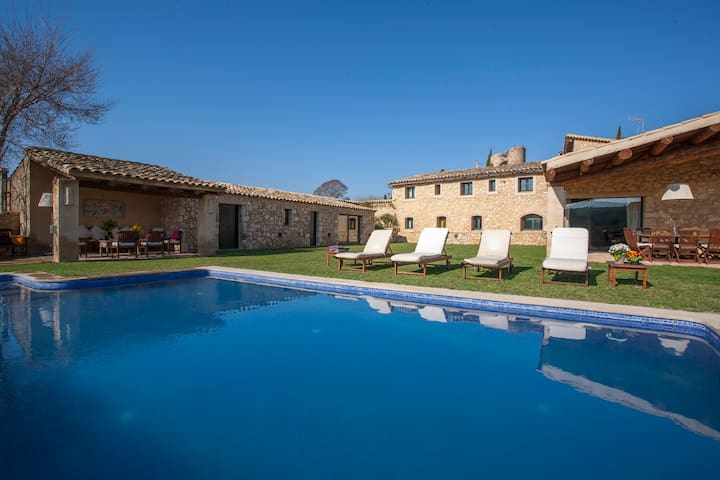 LUXURY VILLA IN A VINEYARD, 10 min. from Sitges - Viladellops