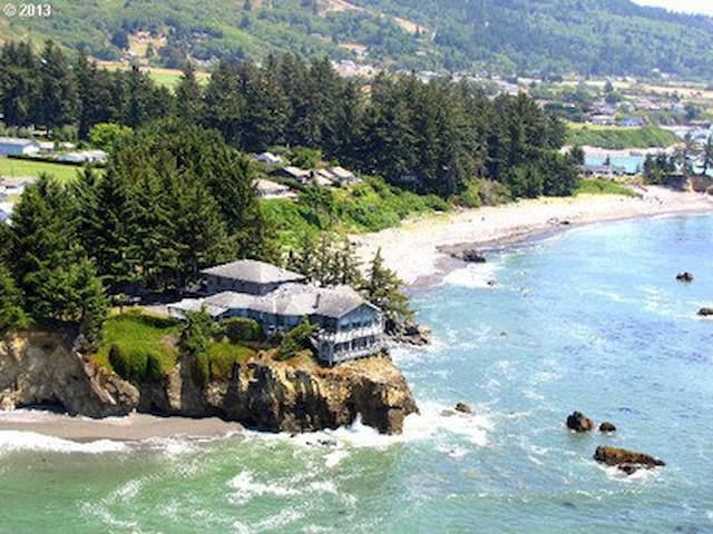 The Cliff House at Maggie's Cove - Brookings - Casa