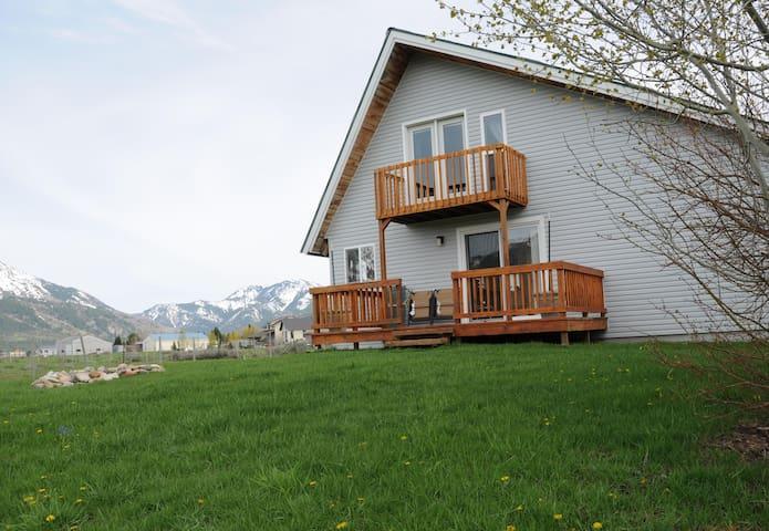 Quiet Wyoming Cabin Friendly Host - Alpine - Talo