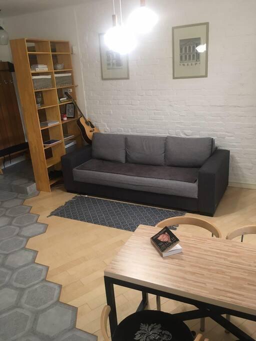 Дизайнерский диван  2500х2000 см. одним движением превращается в большую кровать