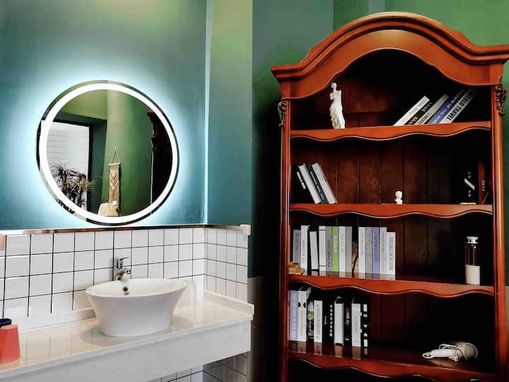 未央城宿『秘境』市中心江景山景房带浴缸带投影超大套房loft公寓