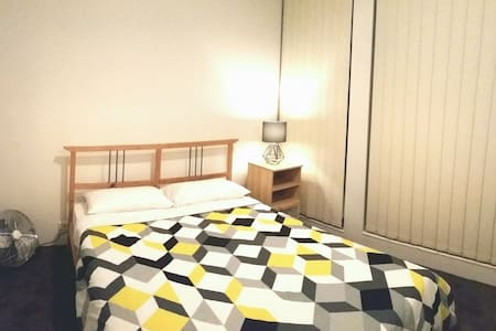 Prime Location 1 Bedroom Apt + WIFI - Haymarket - Apartment
