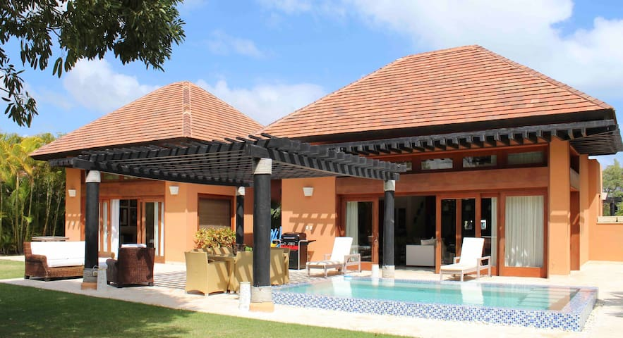 Perfect escape! Sleeps 6 + pool/ BBQ