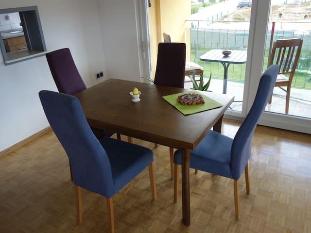 Komplette Wohnung mit Balkon - Maulburg - Apartament