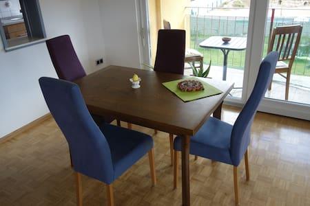 Komplette Wohnung mit Balkon - Maulburg - Apartemen