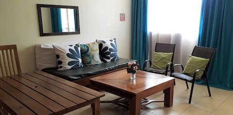 Tricia's 2 Bedroom - with Free Unlimited WiFi