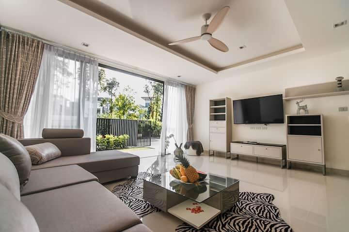 4 bedrooms villa at Laguna