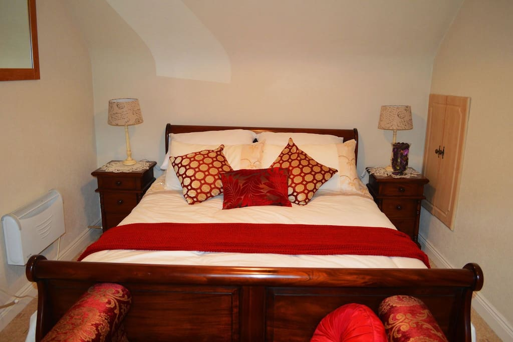 Bedroom 1 - alternate view