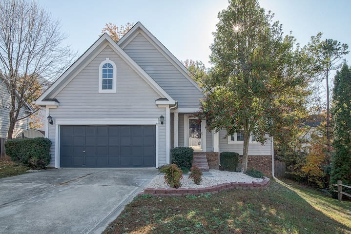 BEAUTIFUL, OPEN LAYOUT, CLEAN, PRIME LOCATION - Pineville - Hus
