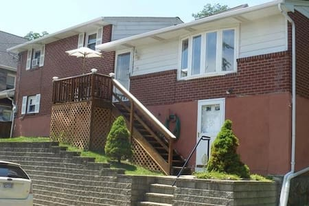 Cozy4BR Home Outside USMA Main Gate - Highland Falls - House