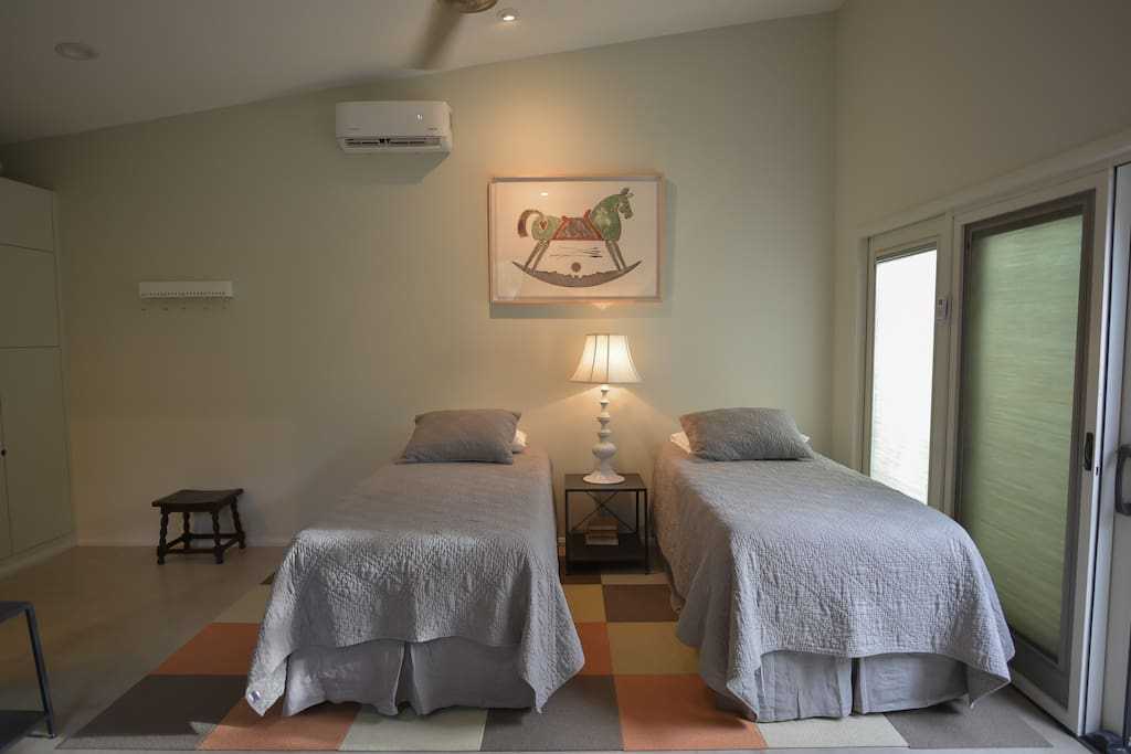guest cottage beds as twin or king