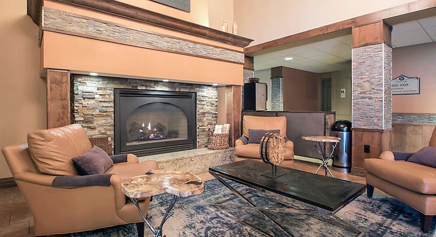 2BR next to Mt Olympus Center of Dells Attractions