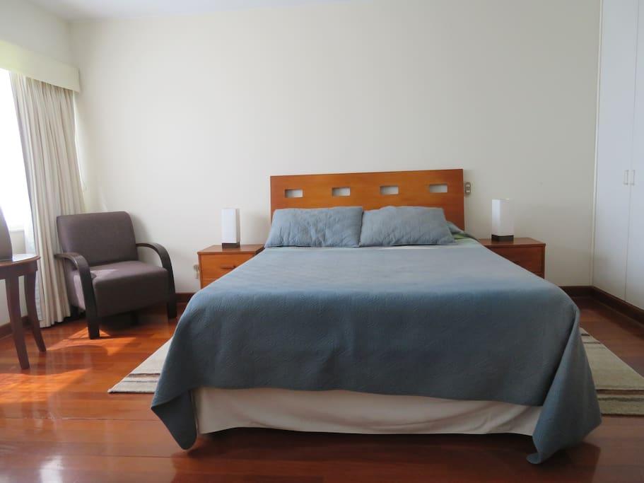 Dormitorio principal cama Queen