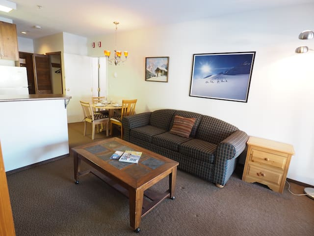 Ski in/ski out ground floor suite with hot tubs