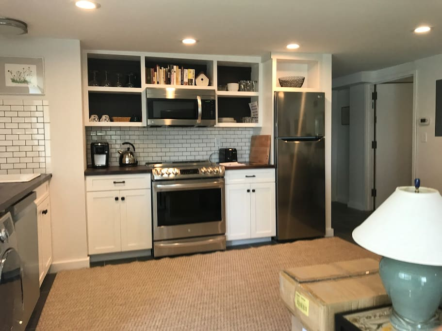 Complete kitchen,with dish washer and washer/dryer