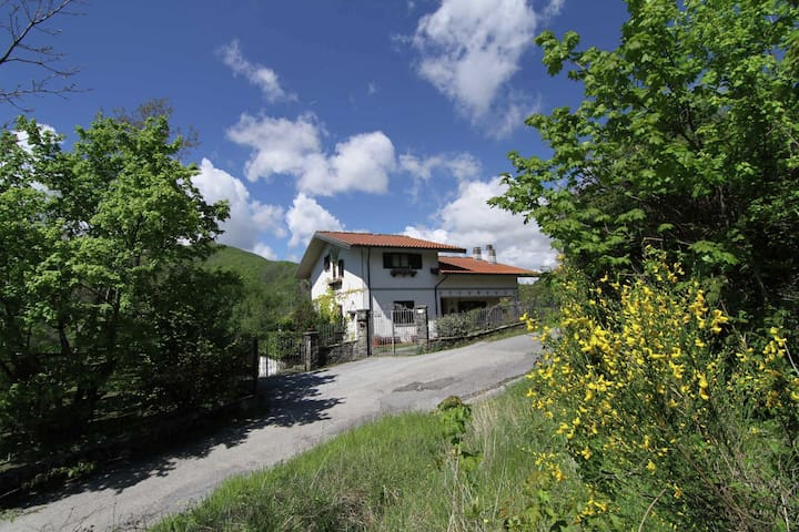 Cosy house immersed in Tuscan nature, close to various art cities like Pistoia.