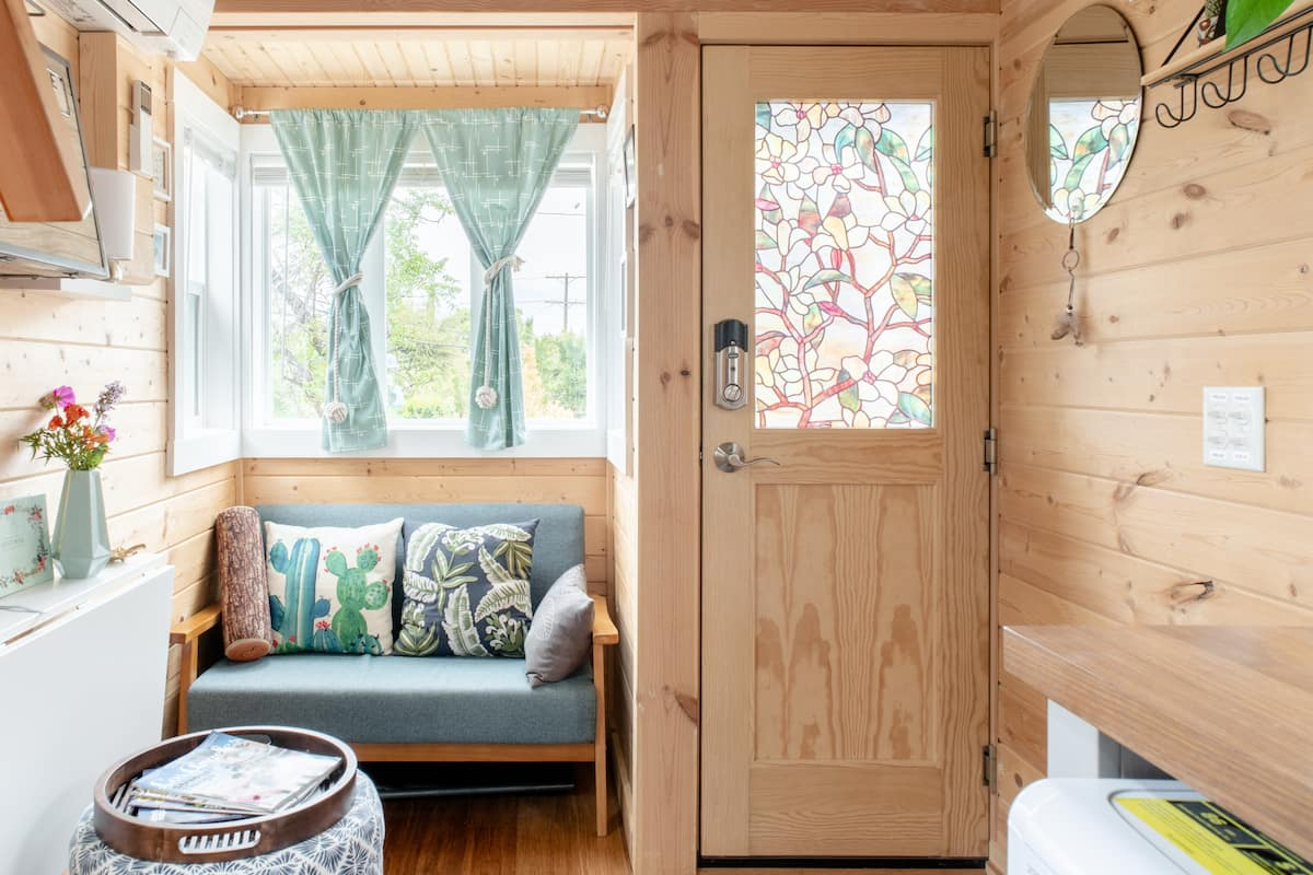 Captivating Tiny Home with Views in Mt Washington