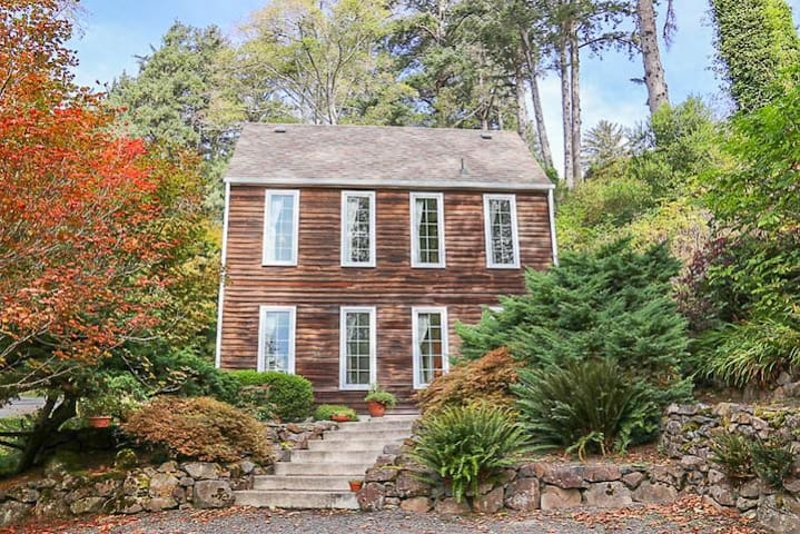 The Saltbox - Exceptional Style in North Manzanita with Antiques, Wood Fireplace!